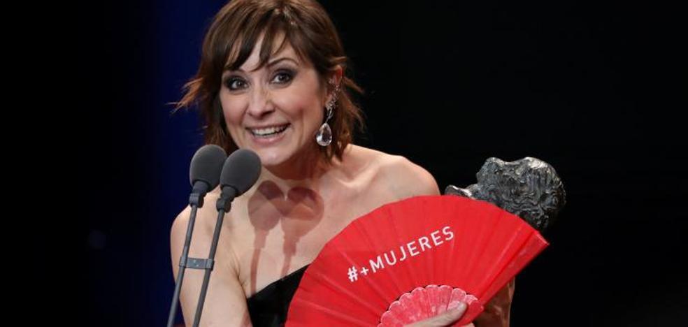 Rojo reivindicativo en la alfombra de los premios Goya