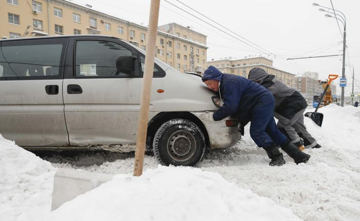 Moscú se ahoga en nieve