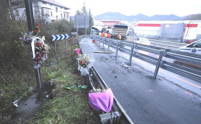 Una persona herida en otro choque frontal en la curva de Galdakao donde el jueves murieron dos chóferes