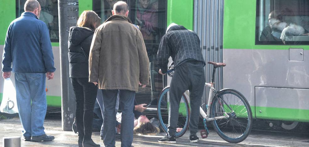 El tranvía sufre 31 accidentes en un año, el 40% con ciclistas y peatones implicados