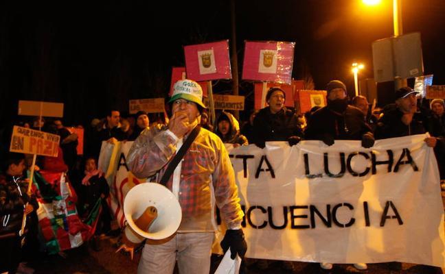 """Asociaciones gitanas de Vitoria denuncian la presencia de «patrullas vecinales» contra los """"pichis"""" en Asteguieta"""