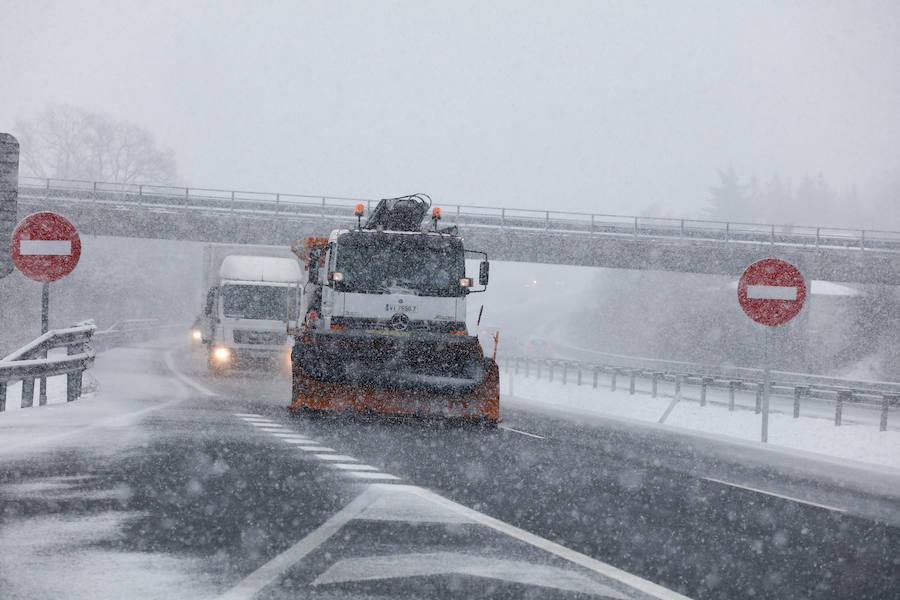 La nieve vuelve este martes a las carreteras alaveses