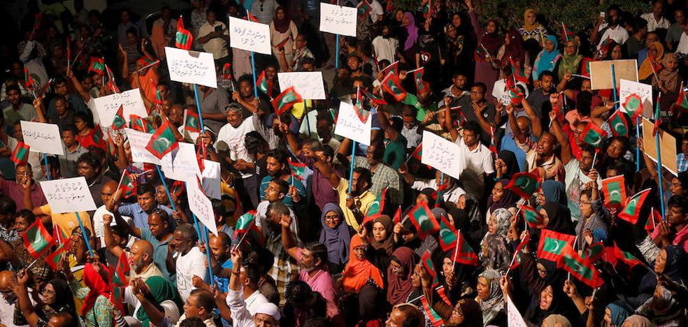 Una crisis política ahoga en el caos el paraíso turístico de Maldivas