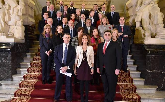 La Diputación recibe a los cónsules acreditados en Bizkaia