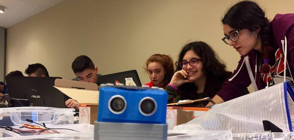 El programa Udal Gaztedi ofrece 15 becas para jóvenes en empresas de la comarca