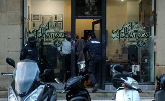 Ingresa en prisión el tatuador de San Sebastián acusado de abusos sexuales