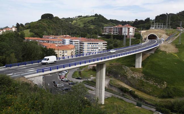 La conexión de la variante de Bermeo con el casco urbano estará lista el próximo año