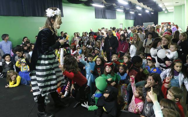 Txikis y mayores se entregan a la gran fiesta del disfraz