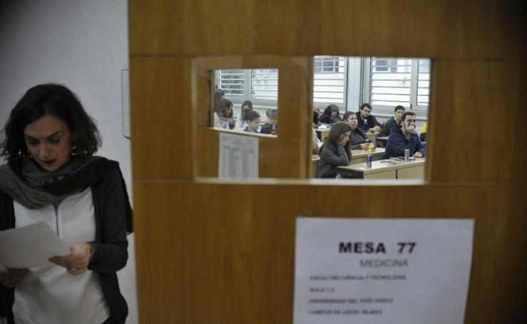 Los aspirantes al MIR afrontan en Leioa la prueba más disputada en cinco años