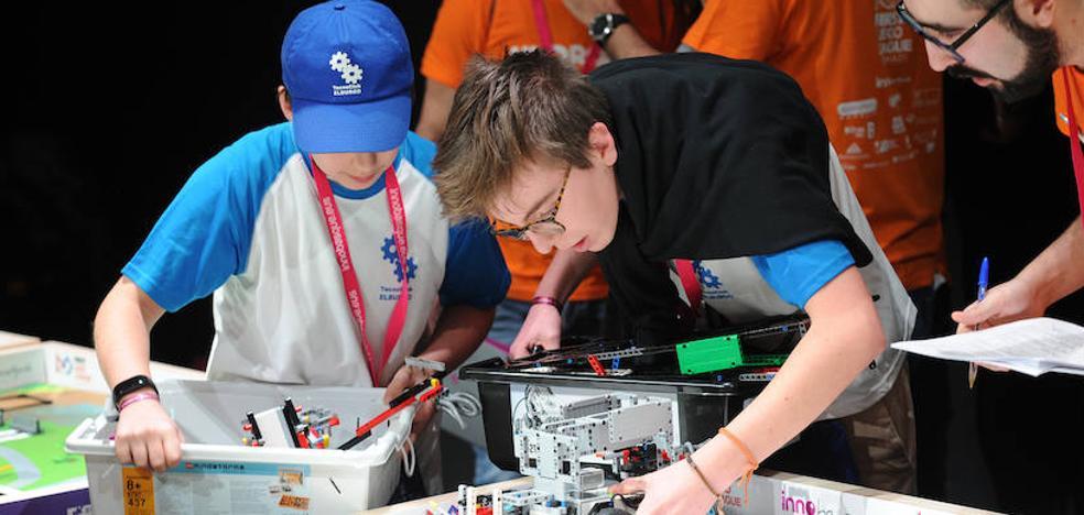 El colegio Urkide de Vitoria, ganador de la First Lego League de Euskadi