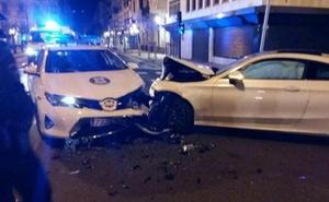 Un francés recorre en dirección contraria 1,5 kilómetros en San Sebastián y se estrella contra un coche patrulla