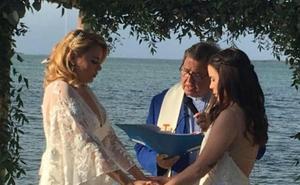 Una profesora lesbiana es despedida en Florida tras difundir imágenes de su boda en internet
