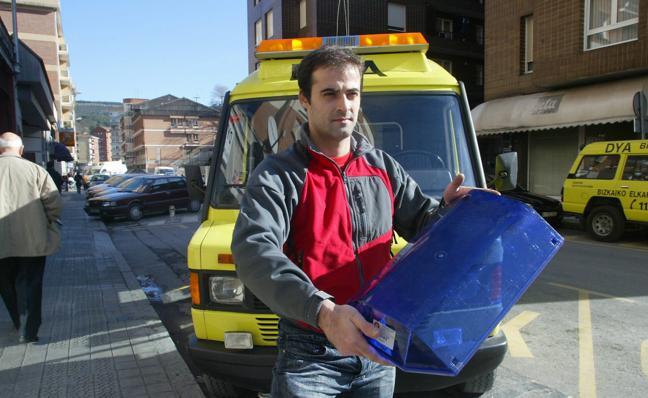 Coches de Bomberos y ambulancias llevarán los 'pirulos' azules y no amarillos