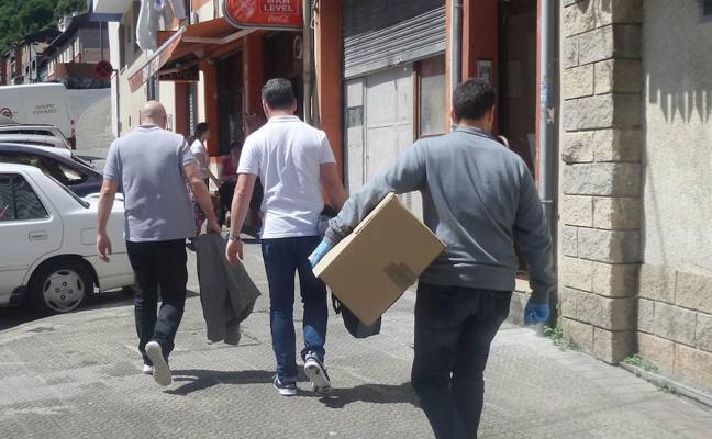 La 'banda de los leones' roba dos bares y asalta una cristalería en Bizkaia