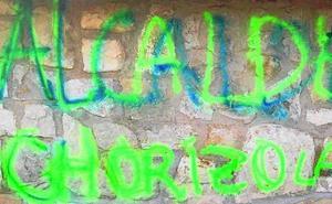 Un perito para analizar la pintada 'Alcalde, chorizo' en Zambrana