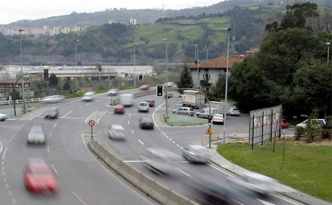 La Diputación cambia la regulación de los semáforos de la entrada a Etxebarri para evitar atascos