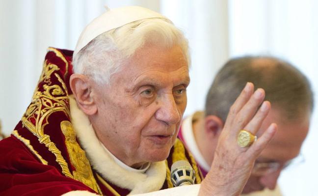 Benedicto XVI sufre una «enfermedad paralizante», según su hermano