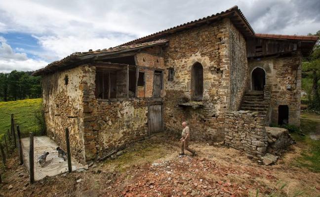 Ayala consigue la declaración de Bien Cultural para ocho torres medievales