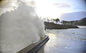 Aviso amarillo en Euskadi para hoy y mañana por olas de hasta 4 metros