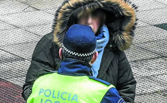 Las bajas y las multas agotan la paciencia en el conflicto policial de Vitoria