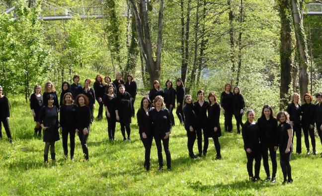 El coro femenino Zirzira de Basauri subirá al escenario con una banda de rock