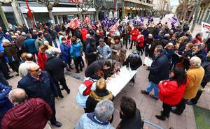 Más de un centenar de personas protestan contra la escasa subida de las pensiones