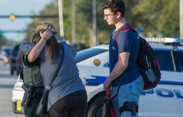 Un estudiante expulsado mata a 17 personas en un instituto de Florida