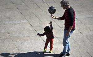 El Gobierno vasco extenderá el permiso de paternidad de sus funcionarios de 4 semanas a un mínimo de 16
