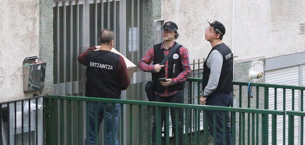 Toman muestras de ADN a dos detenidos por el doble crimen