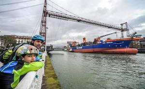 El 'Vox Amalia' sale de La Naval rumbo a Cantabria