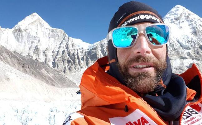 Alex Txikon espera alcanzar la cumbre del Everest este fin de semana