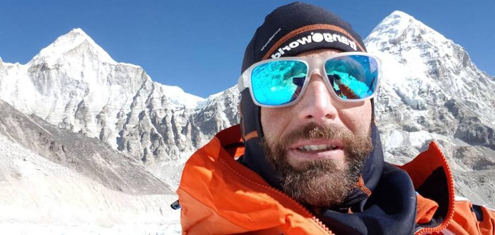Txikon parte hacia la cima del Everest