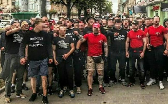 La Ertzaintza vigila vuelos y hoteles para controlar a cientos de ultras rusos sin entrada