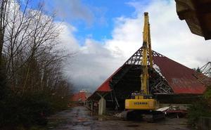 Comienza la demolición de las grandes estructuras del parque de atracciones