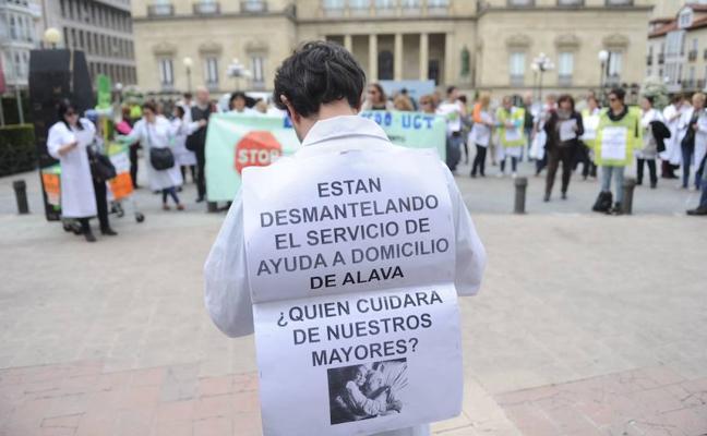 Las trabajadoras de ayuda a domicilio en Álava, convocadas mañana a la huelga