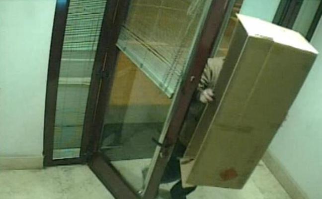 Detenido por intentar robar en un cajero de La Rioja oculto tras una caja de cartón