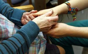 Las Juntas acuerdan extender a toda Bizkaia las horas de descanso a los cuidadores de dependientes