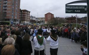 Dedican una plaza en Galdakao a las mujeres de La Dinamita