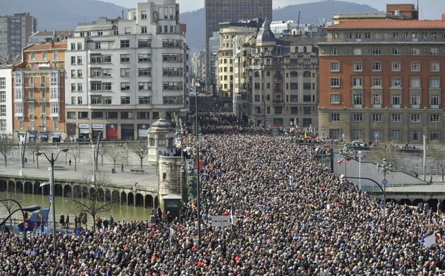 Miles de jubilados colapsan el centro de Bilbao en defensa de unas pensiones dignas