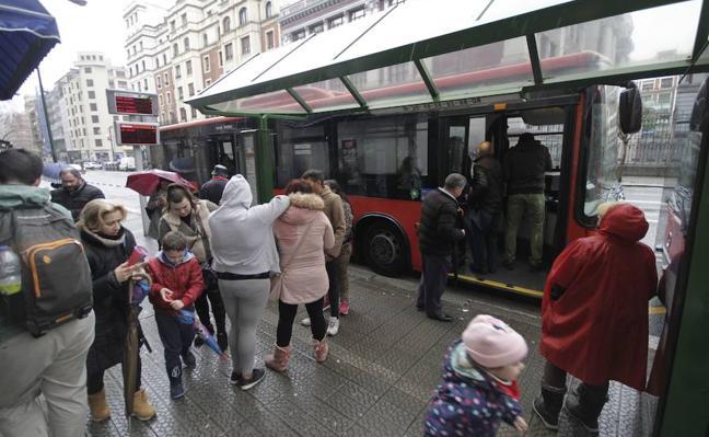 El Ayuntamiento revisará este año la accesibilidad de ocho paradas de Bilbobus