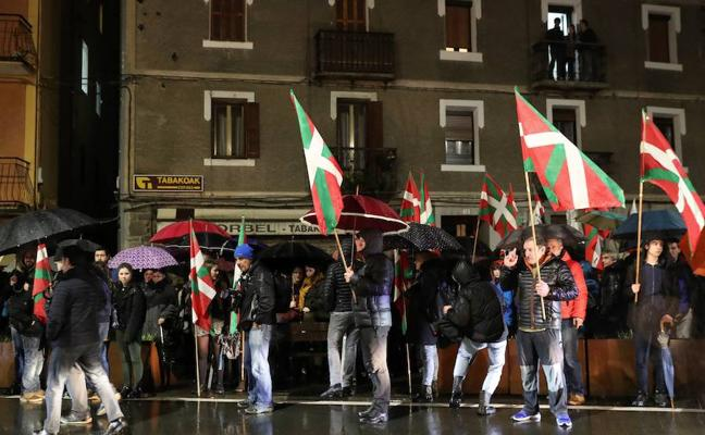 El Parlamento vasco «rechaza» los homenajes a etarras con la abstención de EH Bildu