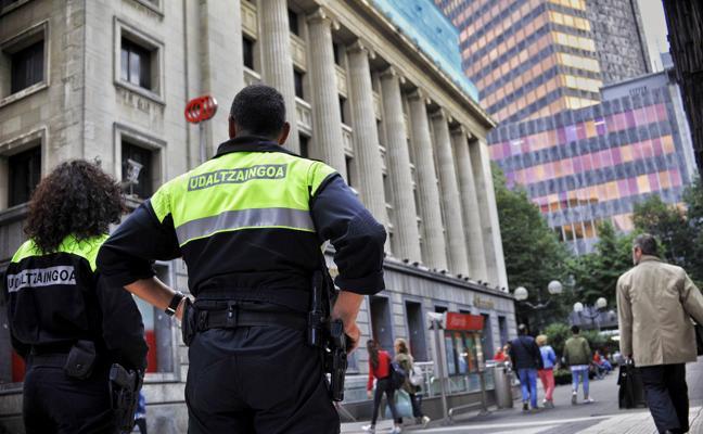 Un año de cárcel para un policía de Bilbao por frenar una discusión a porrazos
