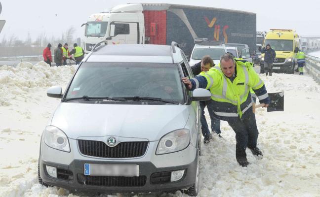 Mejora la situación en Álava tras permanecer incomunicada por la nieve