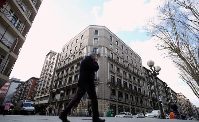 Ponen a la venta el edificio del Café Iruña de Bilbao por 20 millones de euros
