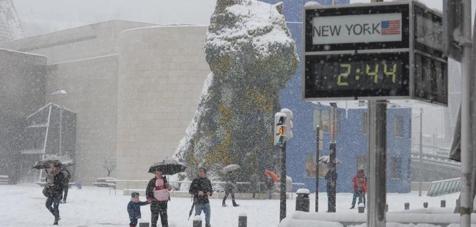 La mayor nevada en 33 años sorprende a Bizkaia