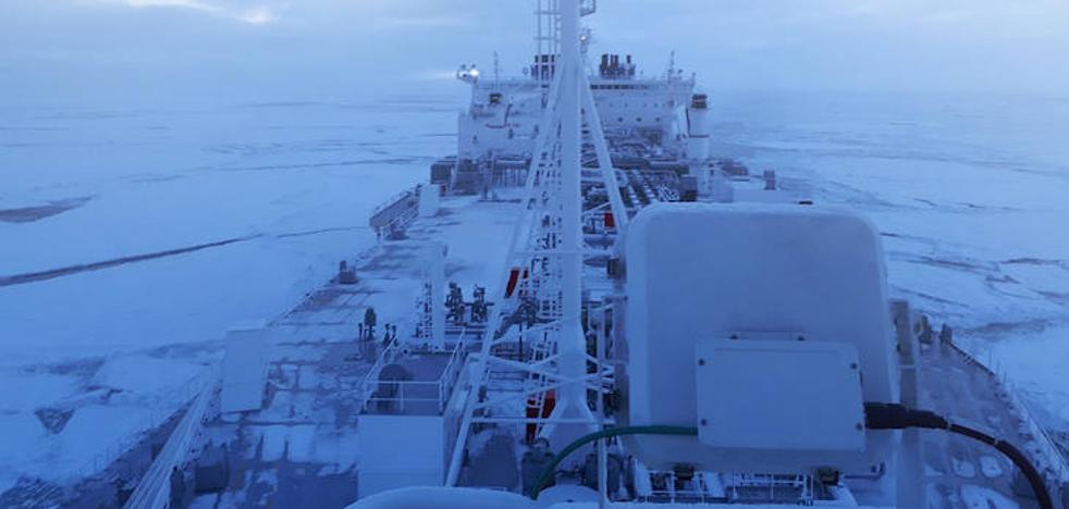 El barco que surca el Ártico en invierno