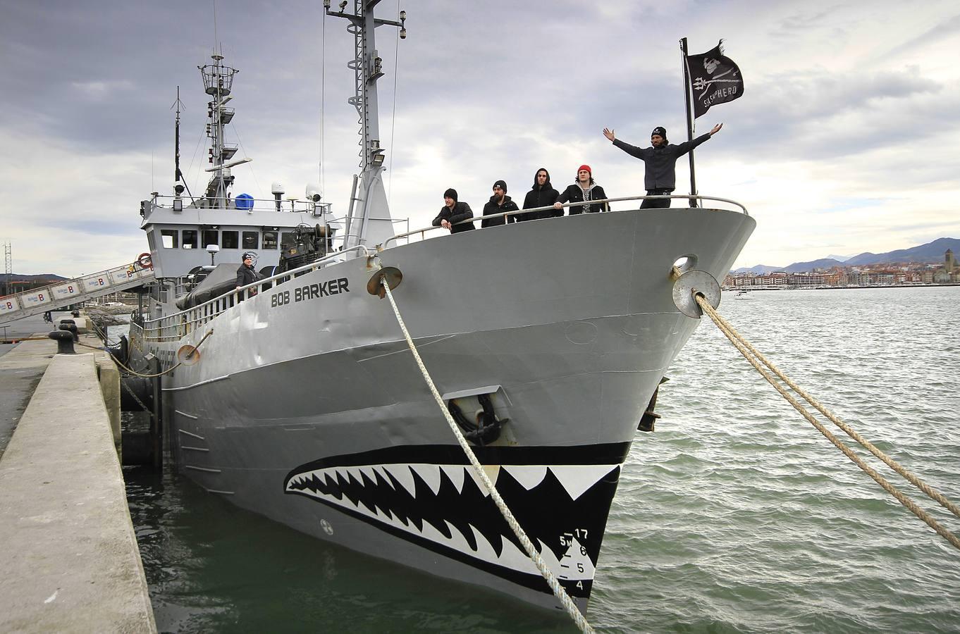 El barco ecológico 'Bob Barker' atraca en Getxo