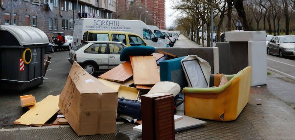 Mil personas reclaman en un año por WhatsApp mayor limpieza en las calles al Ayuntamiento de Vitoria