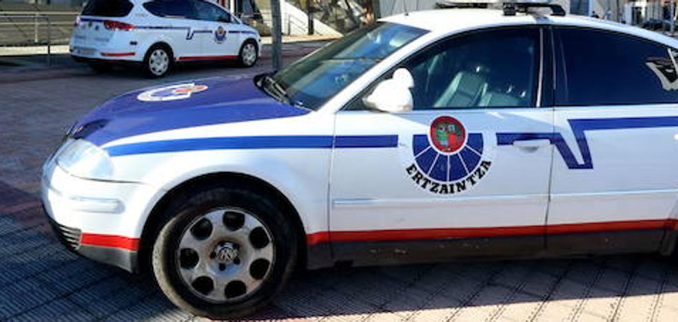 Un hombre golpea y acorrala a una compañera de piso en Matiko