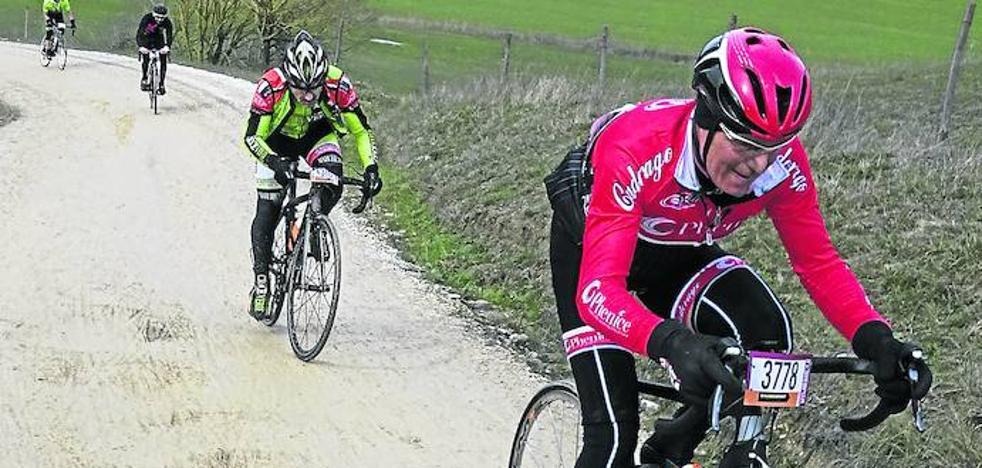 Las bicicletas y la tierra son para la Toscana
